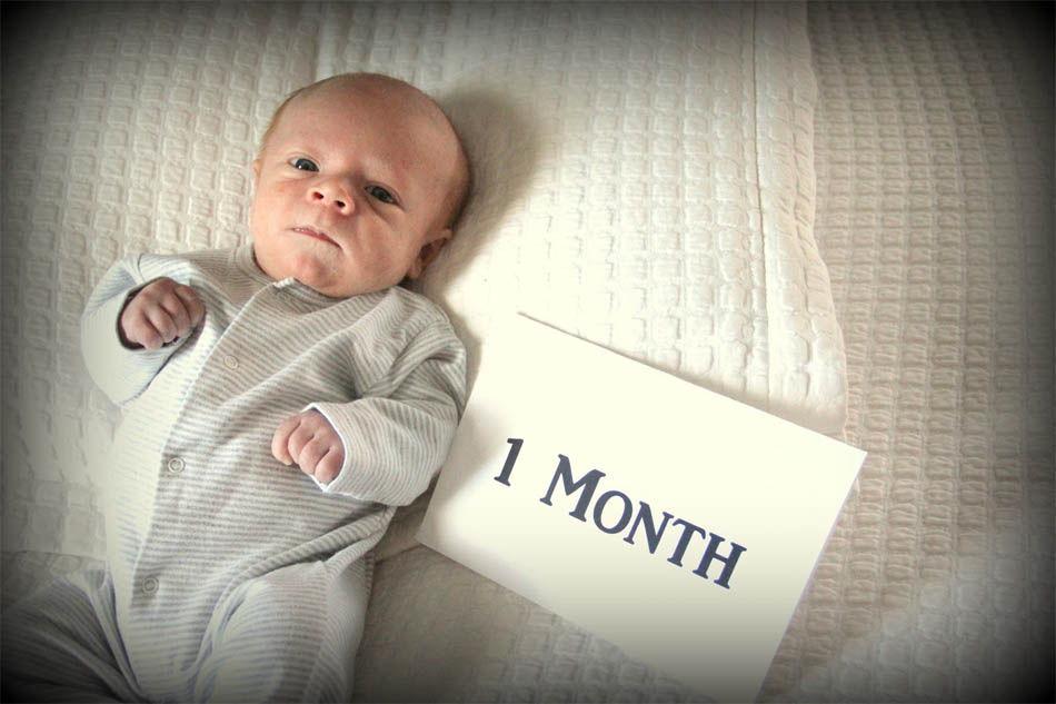 Родной и незнакомый: развитие ребенка в первый месяц жизни