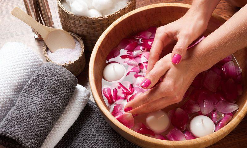 Как ухаживать за кожей рук зимой. Советы дерматолога