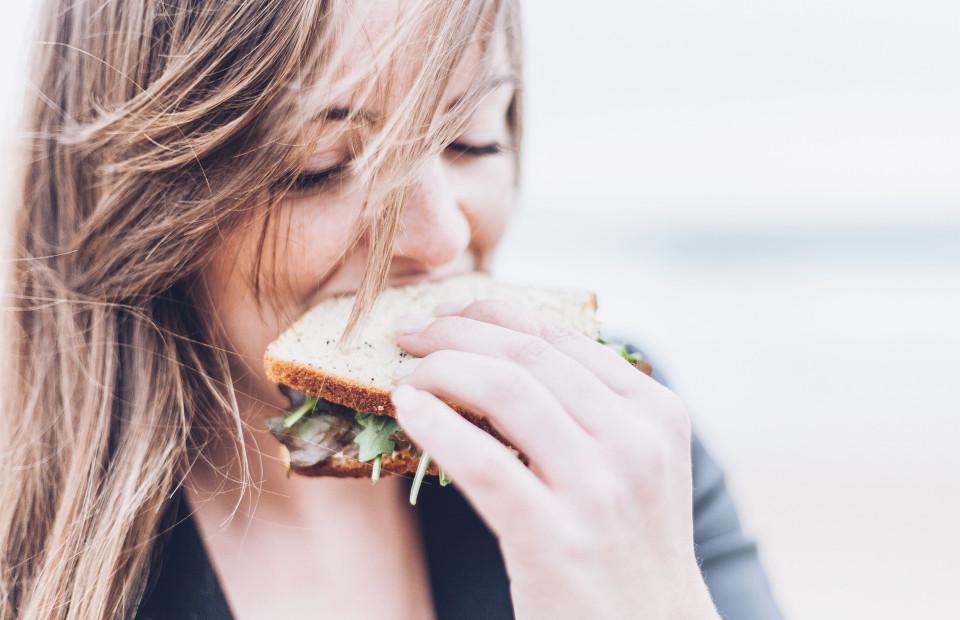 Чем заедать стресс, чтобы не набрать лишний вес