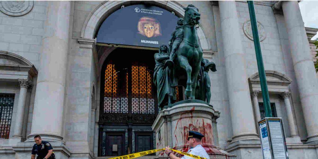 Myc.news: в Нью-Йорке демонтируют памятник Рузвельту
