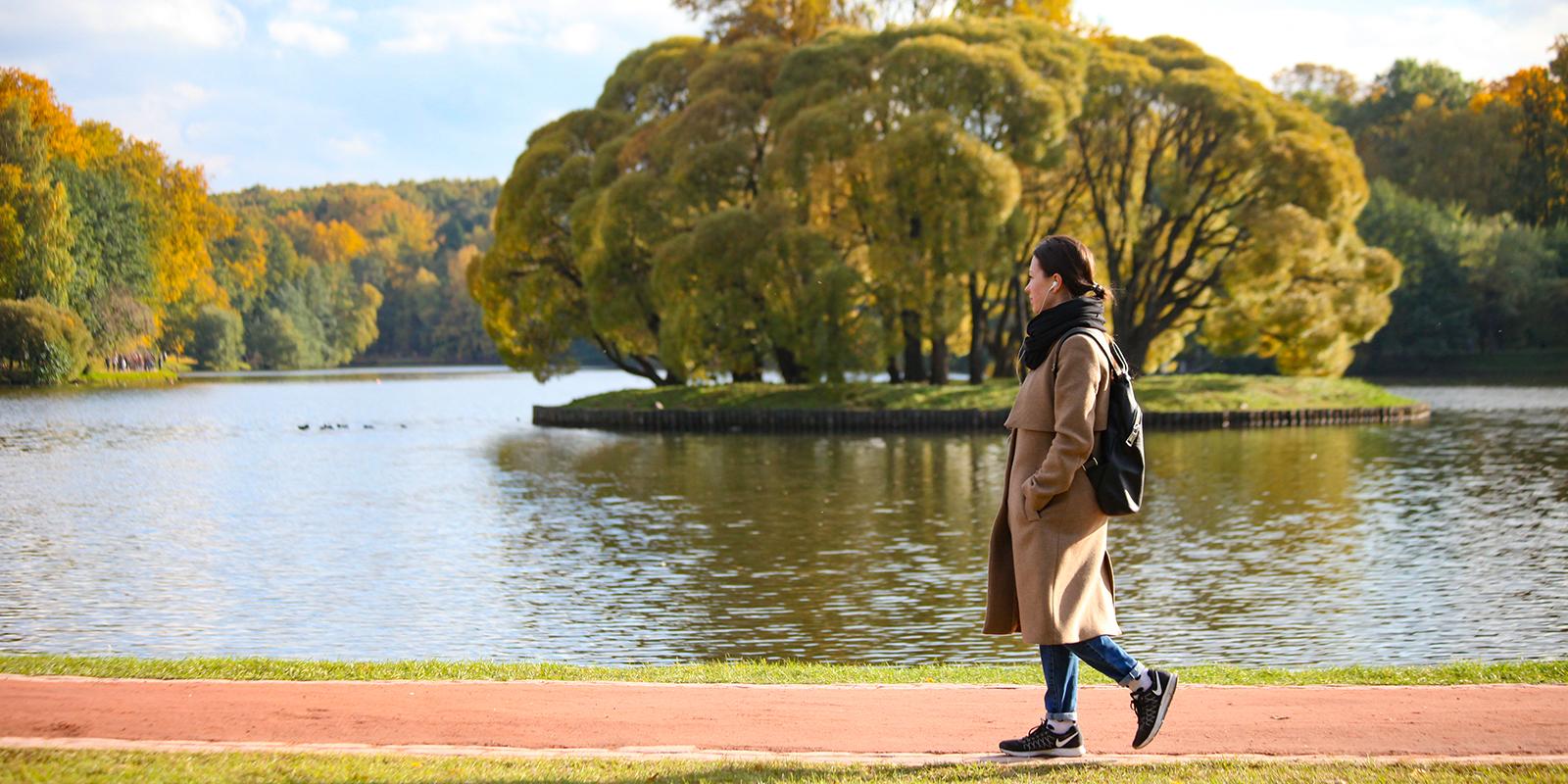 Психологи советуют чаще гулять рядом с водоемами