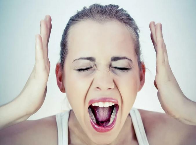 Стоматологи предупредили о вреде постоянного стресса для здоровья зубов