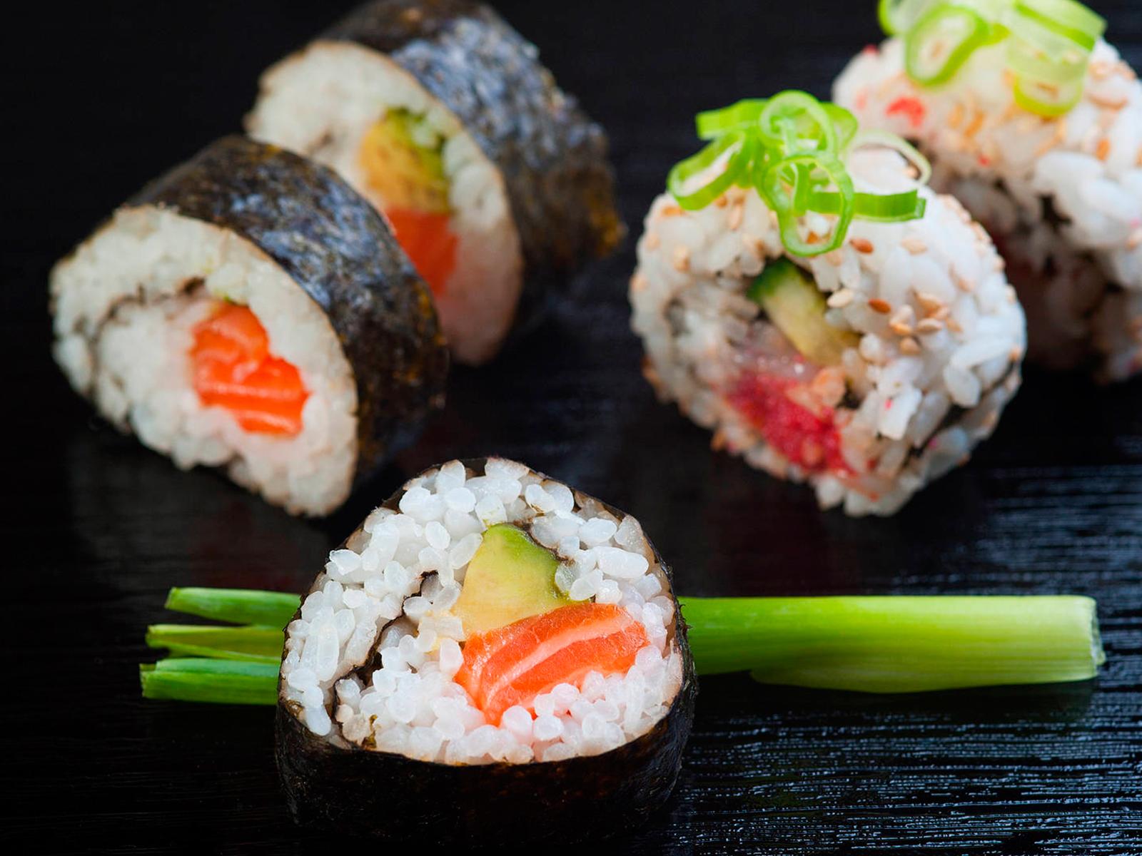 Доставка суши и роллов за 29 минут