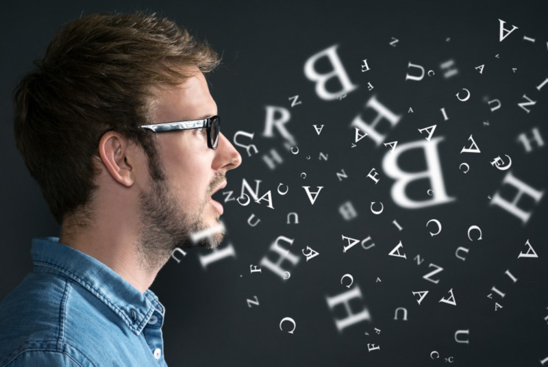 Исследователи выяснили, почему мозг дает сбои, запоминая устную речь
