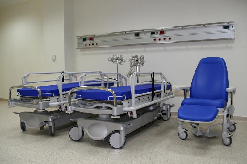 Как выбрать медицинскую каталку для перевозки больного?