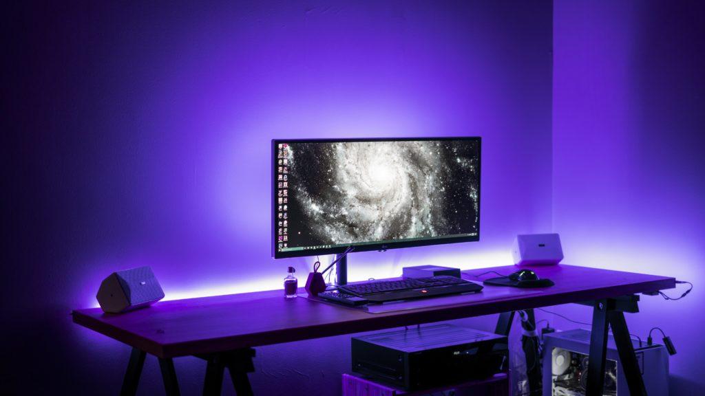 Подсветка компьютерного стола