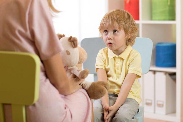 Заикание — симптомы и лечение