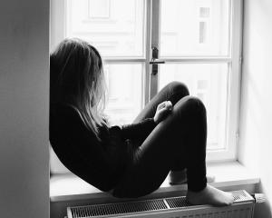 Причины и симптомы депрессии у подростка, помощь при первых признаках подавленного состояния